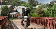 Frank Liebmann auf dem Motorrad in Madagaskar unterwegs