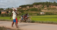 Madagaskar: Auf der Nationalstraße 3 von Anjozorobe Richtung Süden unterwegs